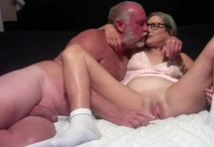 Super-hot Mummy Makes Out With Husband..