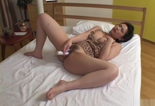 Wondrous mummy Chinami Sakai getting off