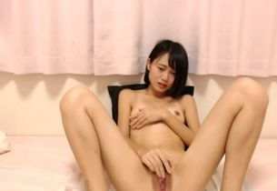 Ultra-cutie Chinese Lady Getting off..
