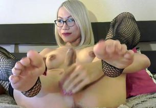 lusty japanese ash-blonde Yana